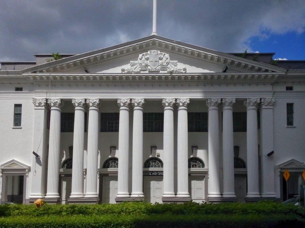 Zabudowa kolonialna w Kuching na Borneo - na zdjęciu budynek sądu
