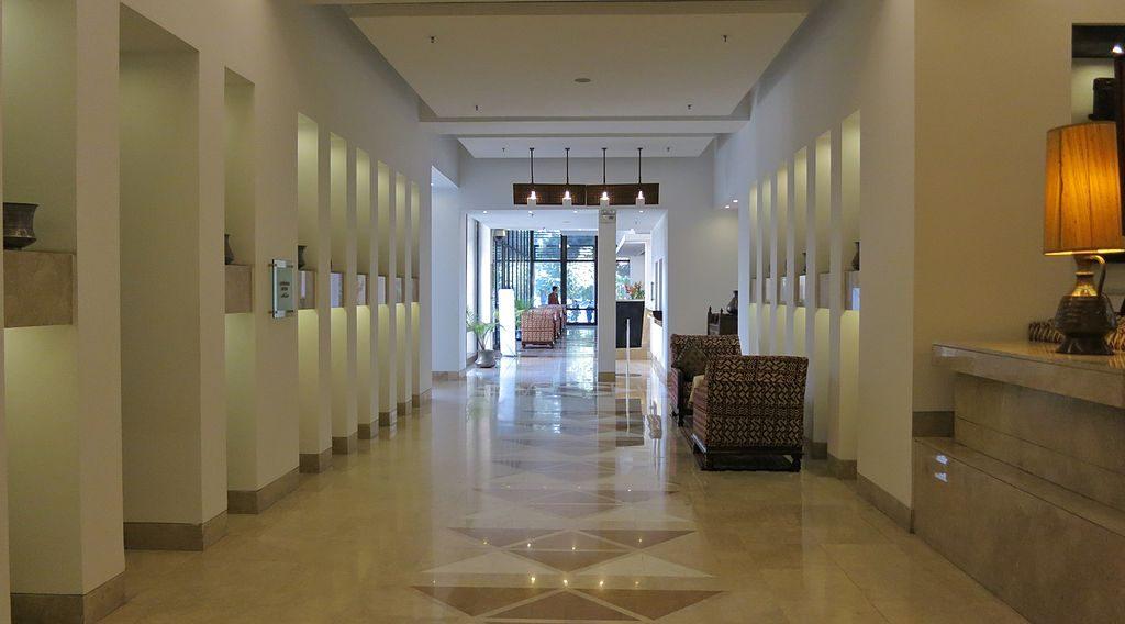 Lobby hotelu Serena w Kabulu. Afganistan Hotel