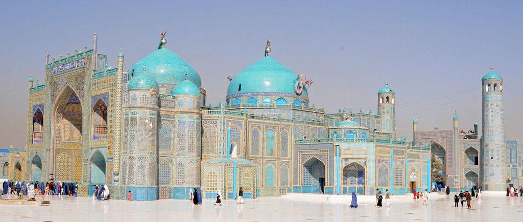 Błękitny meczet w Mazar-e-Sharif w Afganistanie