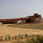 Działo przeciwlotnicze na szczycie wzgórza na wyspie Goree w pobliżu Dakaru