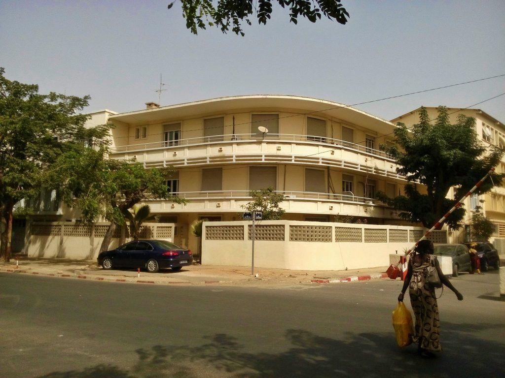 Kolejny przykład modernistycznej architektury lat 30 w Dakarze