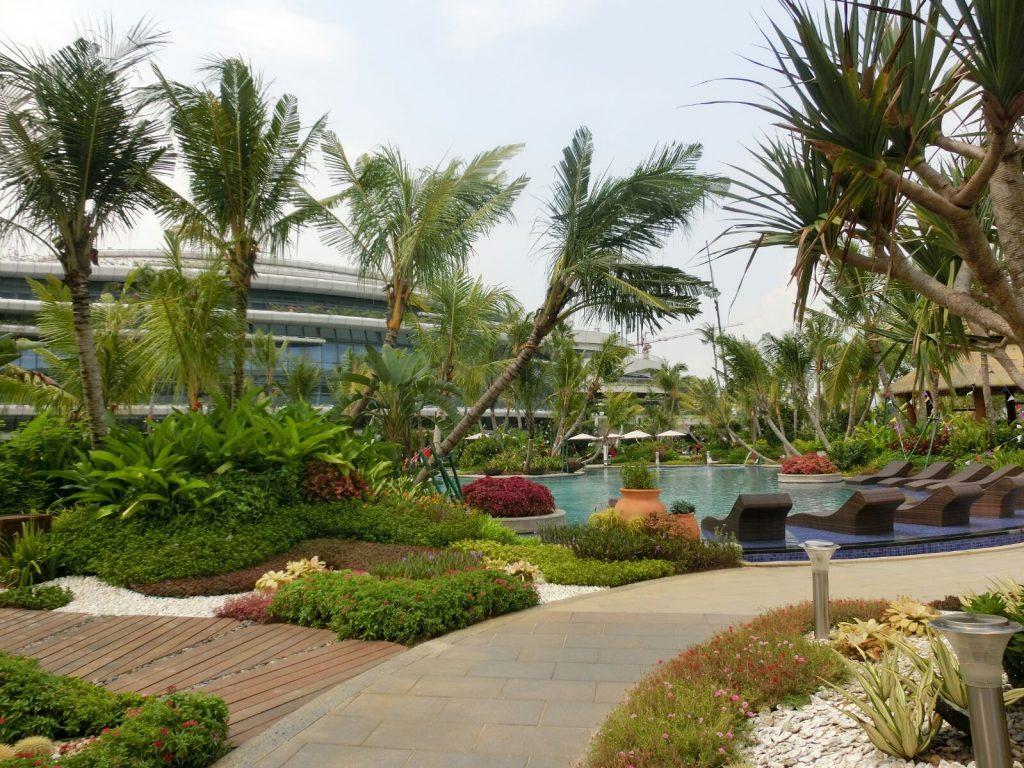 Ogólnodostępny basen przy biurze sprzedaży w pierwszym etapie Forest City w Malezji