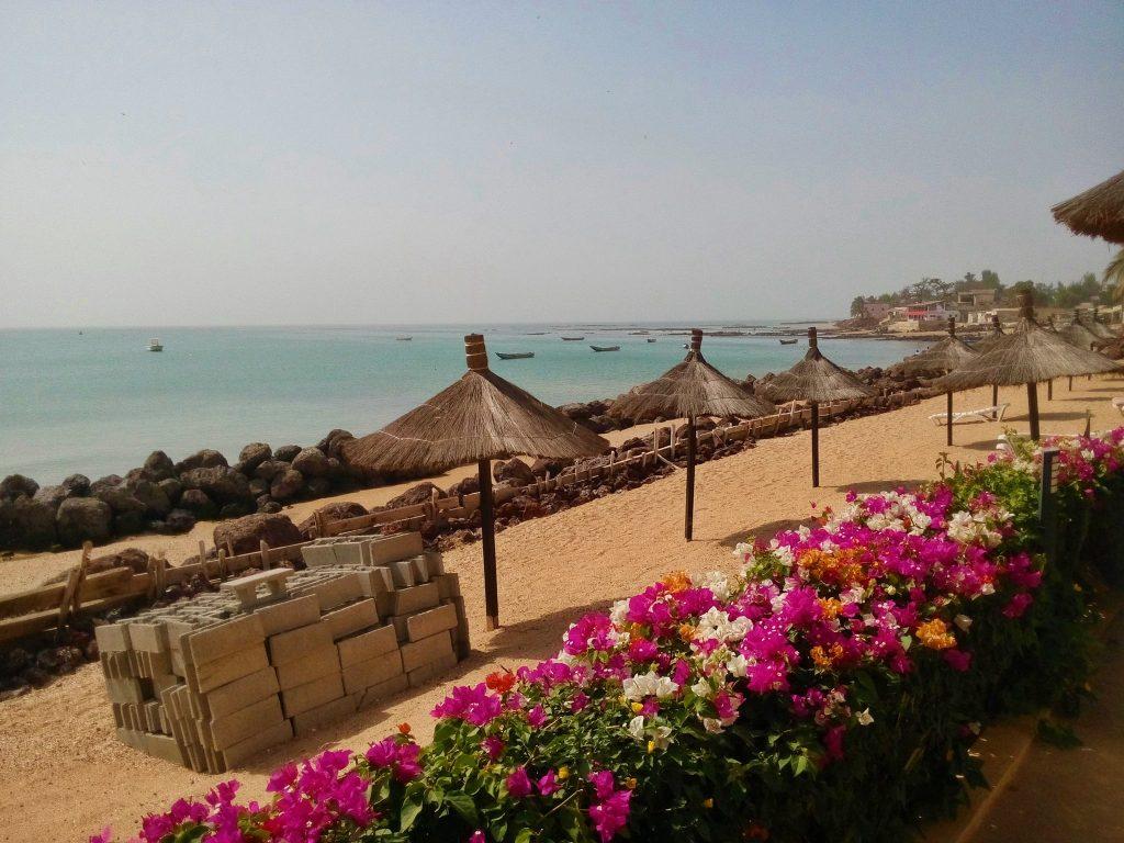 Plaża w jednym z resortów w Saly Portudal w Senegalu