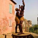 Rzeźba przedstawiająca niewolnika i niewolnicę na wyspie Goree w pobliżu Dakaru