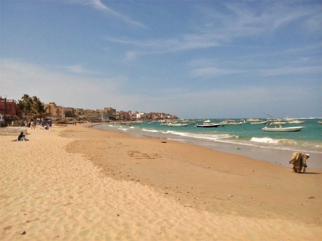 Sądząc po ilości jachtów i motorówek na oceanie, Dakar do biednych miast nie należy
