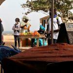 Sprzedawcy owoców na wyspie Goree w Senegalu