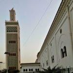 Wielki Meczet w Dakarze, piękna budowla w stylu arabskim z drobnymi nawiązaniami do modernizmu