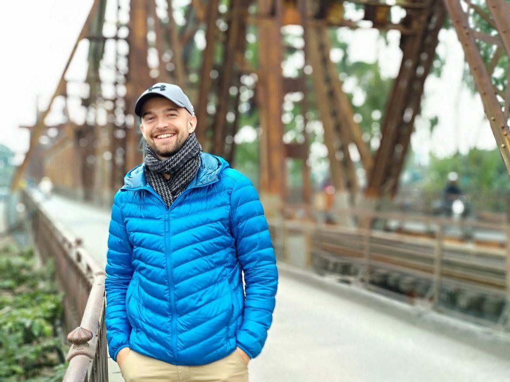 Borys Specjalski na moście Long Biên w Hanoi w wietnamie