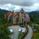 Francuska wioska w Malezyjskich górach w okolicach Genting Highland