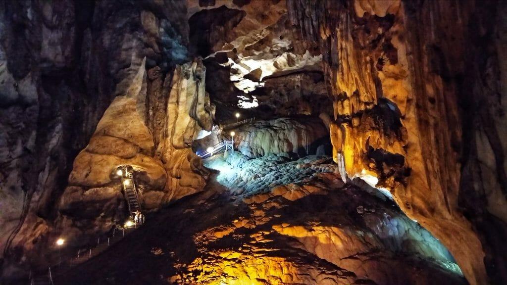Gua Tempurung to piękne jaskinie w okolicach miasta Perak w Ipoh w Malezji