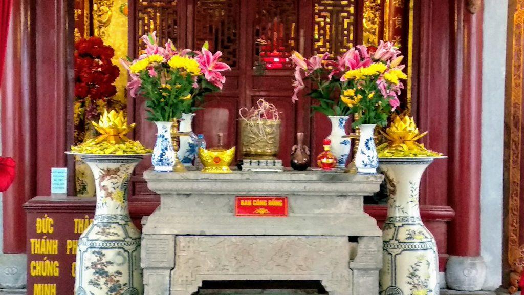 Ołtarz w świątyni w Hanoi