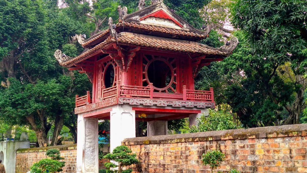 Pagoda w światyni literatury Dai Thanh Mon w Hanoi w Wietnamie