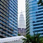 W kuala Lumpur koncepcja wąskich uliczek wygląda inaczej na zdjęciu znana wszystkich kukurydza czyli petronas towers