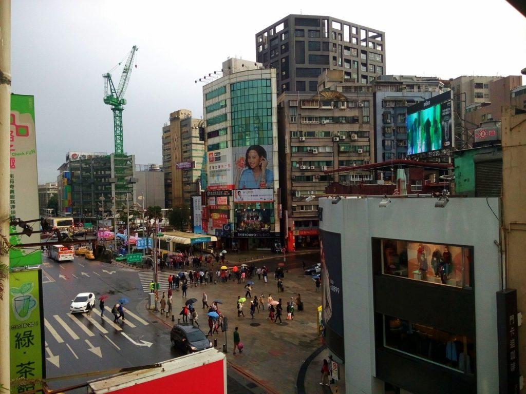 Centrum Taipei mimo że dość podobne to Tokio, wciąż jednak robi wrażenie biedniejszego brata