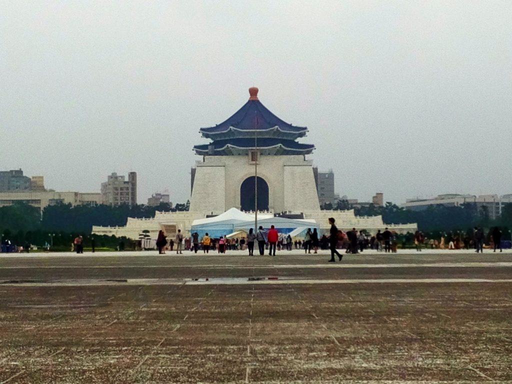 Największe na świecie mauzoleum poświęcone jest długoletniemu przywódcy Kuomintang Chiang Kai-Shek