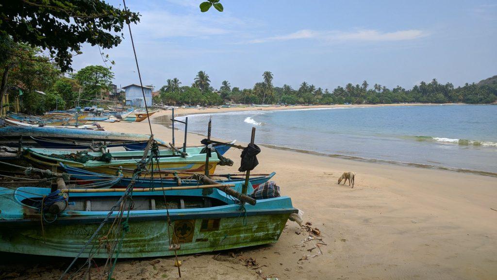 Plaża w okolicach Mirissa w drodze do blowhole - Motocyklowa podróż po Sri Lance