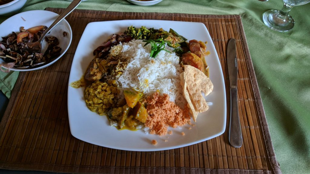 Lankijskie Curry (Curry Ze Sri Lanki) w restauracji Flavours w Tissamaharama na Sri Lance