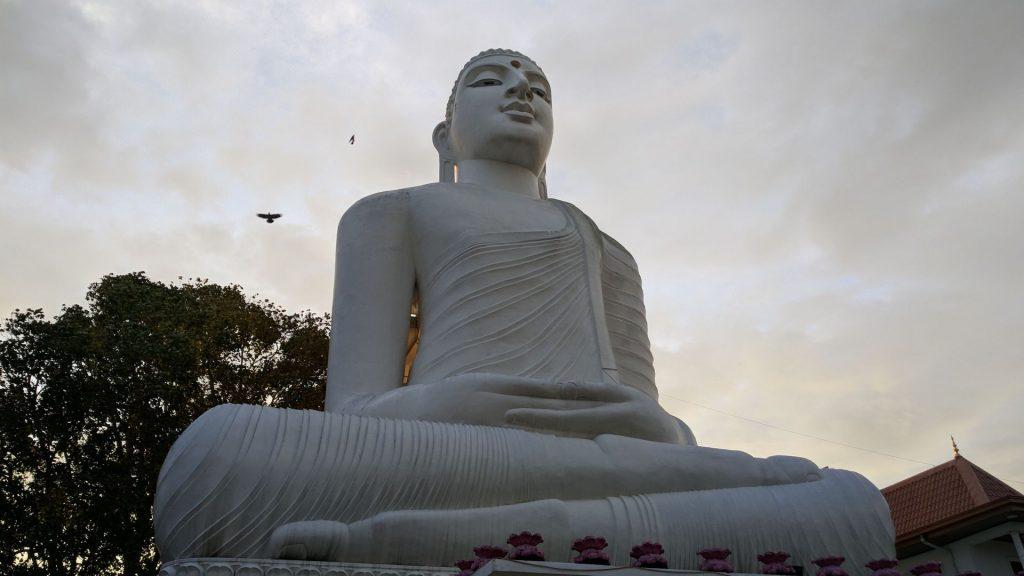 Posąg Buddy w Kandy - Druga Największa atrakcja Kandy