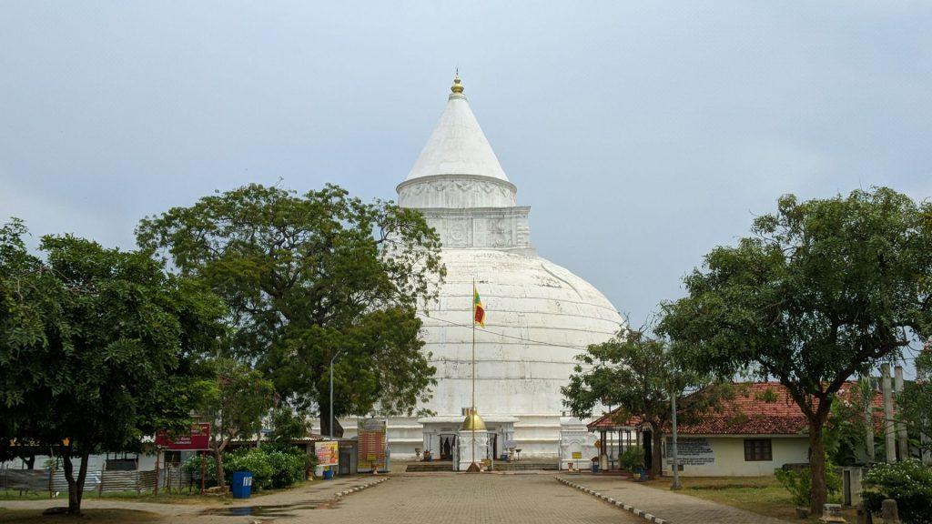 Stupa świątyni Zęba Buddy w Tissamaharama na Sri Lance