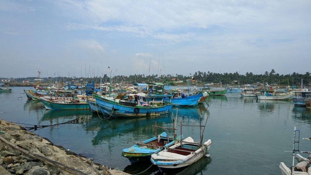 W porcie w Dondra stacjonują tylko kutry rybackie - Motocyklowa wyprawa po Sri Lance