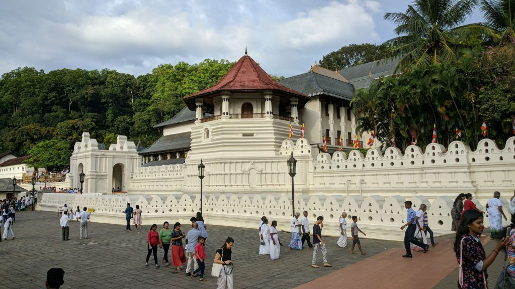 Zespół pałacowy i świątynia zęba buddy w Kandy