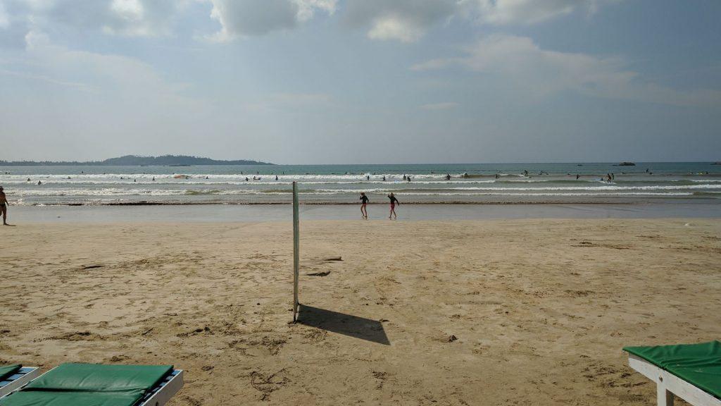 Tutaj doskonale widać jak szeroka jest plaża w Weligama